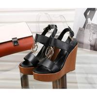 LV路易威登 最新爆款凉鞋