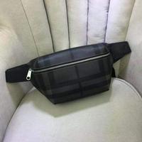 Burberry 巴宝莉一款两用的腰包 胸包